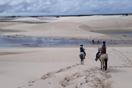 Passeio a cavalo pelo Parque Nacional dos Lençóis Maranhenses